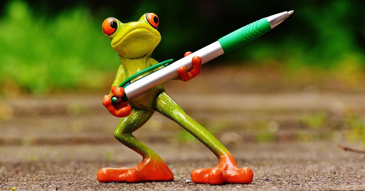 Bild på groda som håller en penna